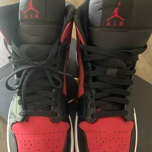 "Air Jordan 1 MID ""gym red & black"""